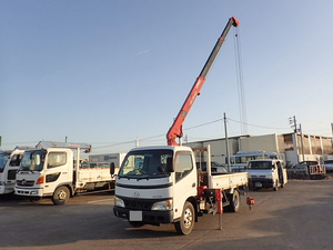 Dutro Truck (With 3 Steps Of Unic Cranes)_1